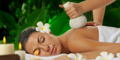 Kraeuterstempel-Massage-l